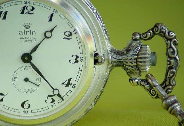 時計のリューズが固い!回らない原因や修理方法、費用は?