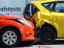 いくらの修理代から自損事故時に車両保険は使うべきか?