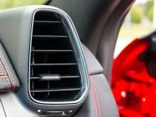 車のエアコン修理はいくらかかる?修理内容や費用の相場を解説!