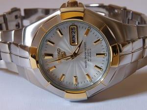 機械式腕時計のオーバーホール|費用・頻度はどのくらい?修理業者の選び方