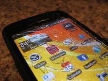 Androidスマホに画面割れが生じたときはどうすればよいか?