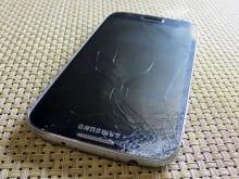 Galaxyがガラス割れした時の保証・修理情報まとめ