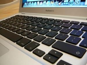 MacBookのキーボードが故障したら修理代はどのくらい?