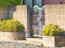 家の門扉は修理できる?費用の目安や業者選びのコツも解説