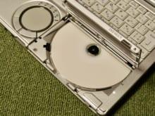 パソコンの光学ドライブがCDを読み込まない!原因と解決法とは