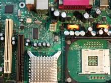 マザーボードの電池切れによる症状と電池交換の方法