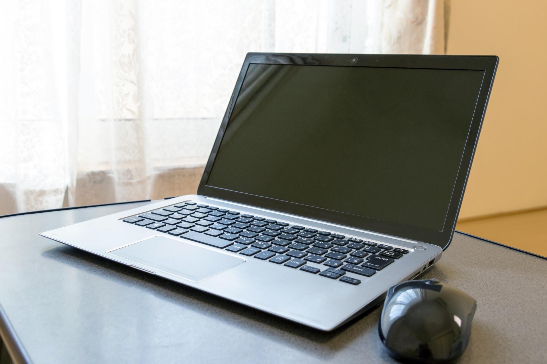 パソコンの温度を下げる対策10選!適正な温度を保って熱暴走を防ごう