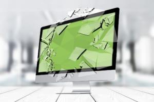 パソコンが画面割れを起こしてしまった!原因や対処法を徹底解説
