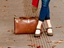 エナメルバッグの変色、べたつき…、トラブルに最適なケア方法とは?
