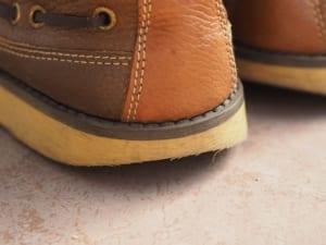 靴底の修理は簡単?自分でできるすり減った靴の修理方法を解説