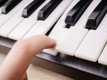 電子ピアノの音が出ない原因と対処法!置き場所やお手入れ方法も紹介