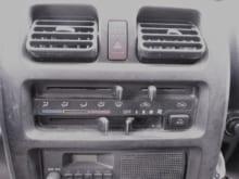車のエアコンが効かないときは?主な原因と点検・修理方法