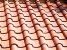 葺き替えを行う時期の目安と修理業者の選び方を屋根瓦の種類別に解説