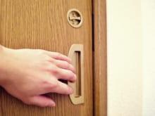 戸建てや賃貸の引き戸に鍵は後付け可能?鍵の種類や方法などを解説