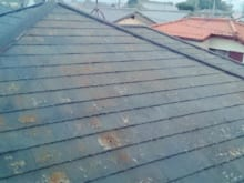 屋根の割れ目やヒビはどう対処する?修理店に頼むメリットとは