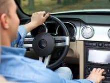 今日から始めよう!燃費をよくする車の運転操作とコツ