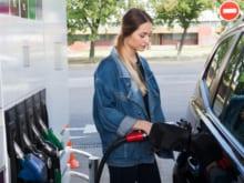 セルフ式ガソリンスタンドでの給油方法や注意点を解説
