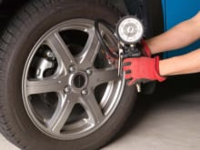 ガソリンスタンドで空気圧を測る方法や注意点を解説