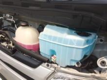 車の冷却水トラブルとは?ガソリンスタンドで補充・交換できる?